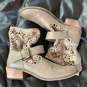 Tan bootie with big buckle and lace top